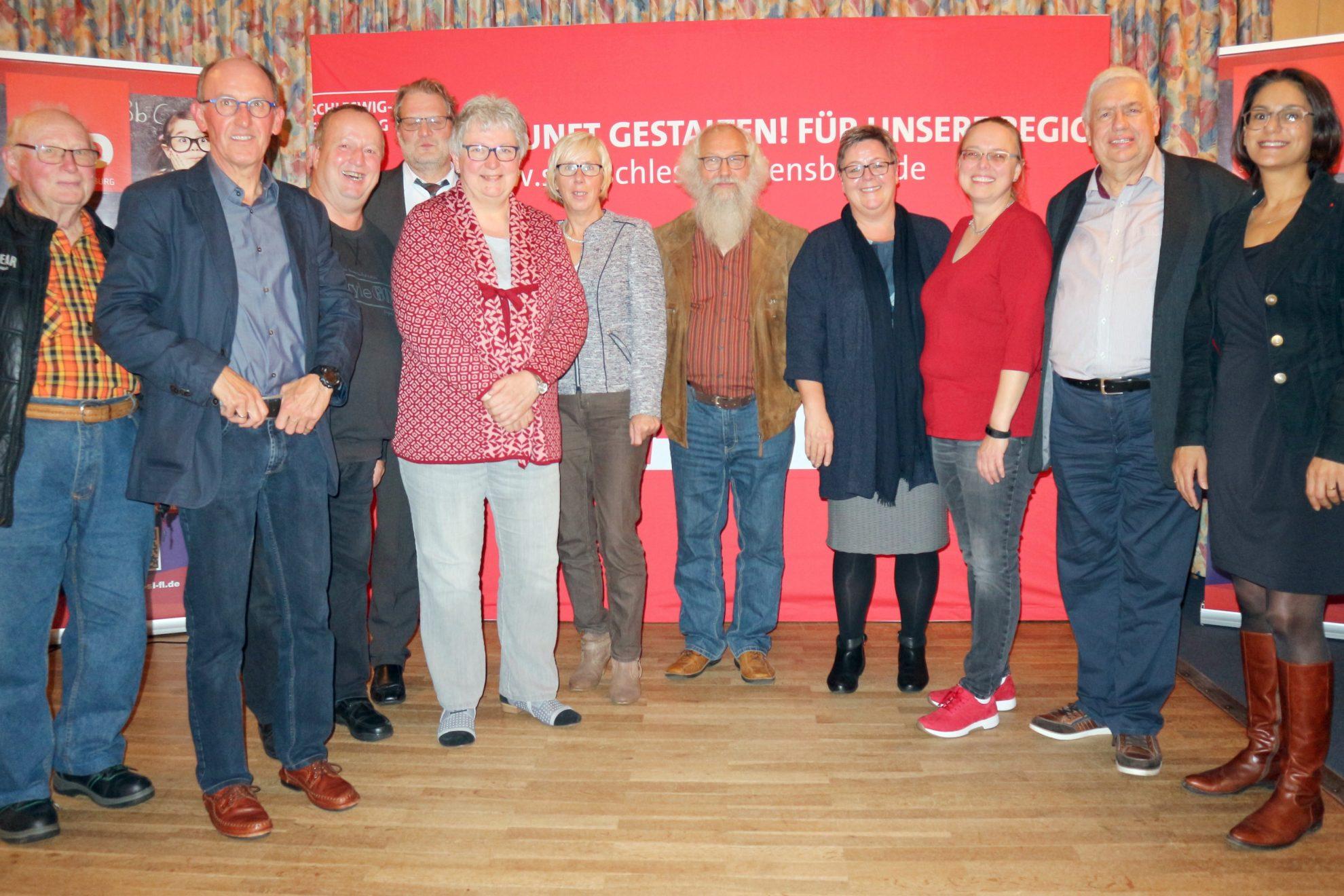 Gruppenbild mit Birte Pauls, Simone Ullmann, Serpil Mityatli und Mitgliedern des Ortsvereins der SPD Sörup